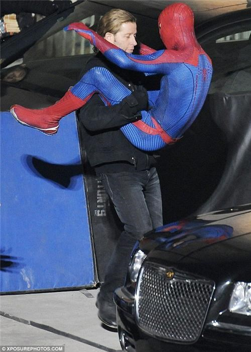gay Spiderman,movies,photo leak Spiderman,sexy times,Spider-Man,spiderman movie,spiderman set photos,spiderman wrestle,superheroes