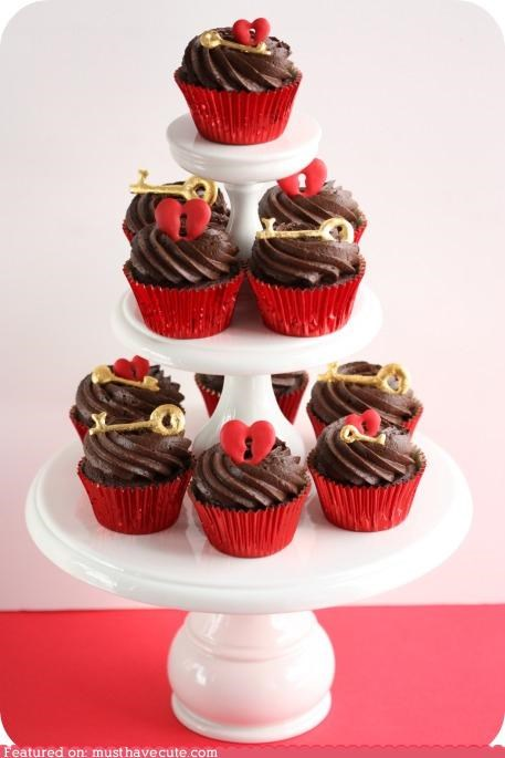 chocolate,cupcakes,epicute,fondant,frosting,heart,key,lock