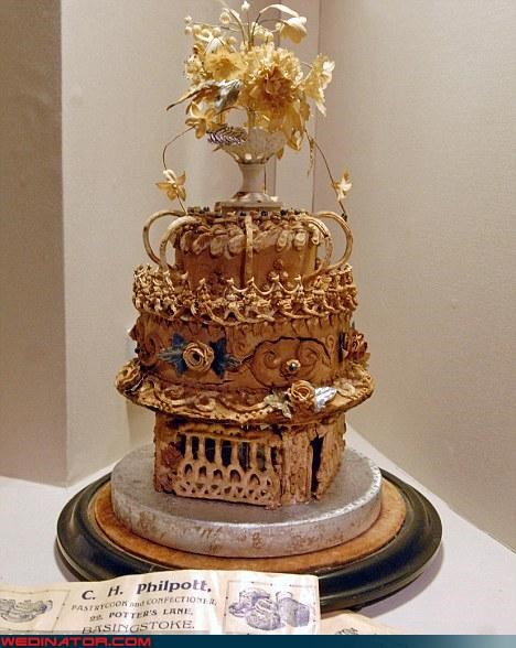 bride,crazy wedding cake,Dreamcake,eww,funny wedding photos,groom,News and Trends,oldest wedding cake,surprise,wtf