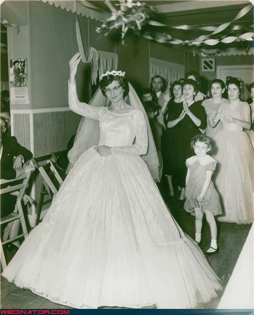 bouquet toss,funny wedding photos,photobomb,vintage