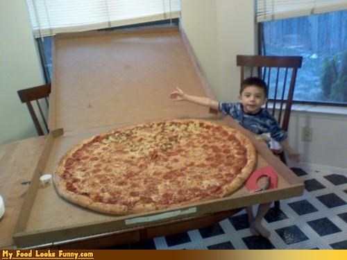 huge,kid,pizza