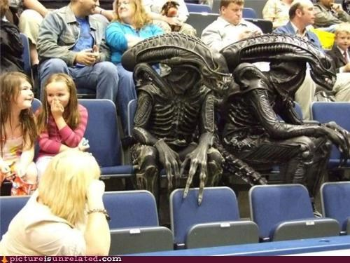 Aliens,kids,what game is this,wtf,xenomorphs