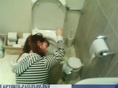 toilet too much to drink vomit - 4519272192