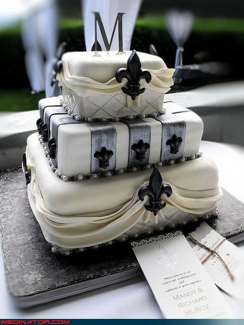 cake,fleur de lis,funny wedding photos,new orleans,wedding cake