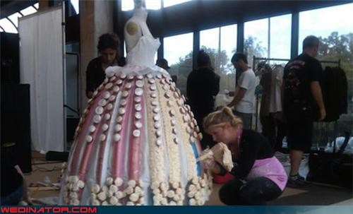 cupcakes,funny wedding photos,wedding dress
