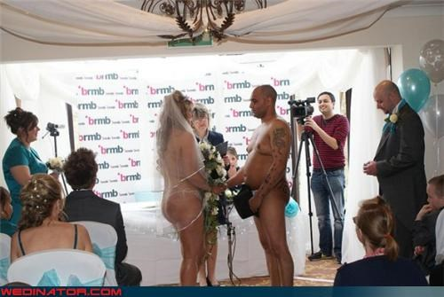 au natural funny wedding photos