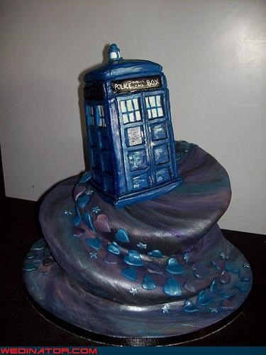doctor who,funny wedding photos,tardis,wedding cake