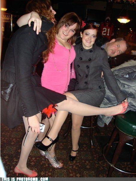 Awkward awkward guy bar chicks drunk - 4682007296