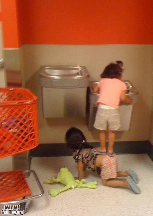 little kids,teamwork,waterfountains