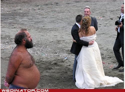 beach wedding,funny wedding photos,photobomb