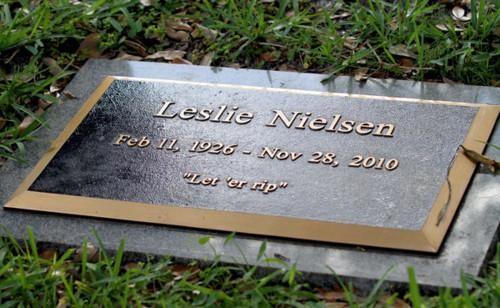 leslie nielsen This x That - 4827172608
