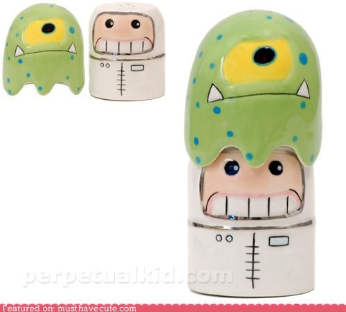 alien,astronaut,salt and pepper,shakers,stacking,tableware