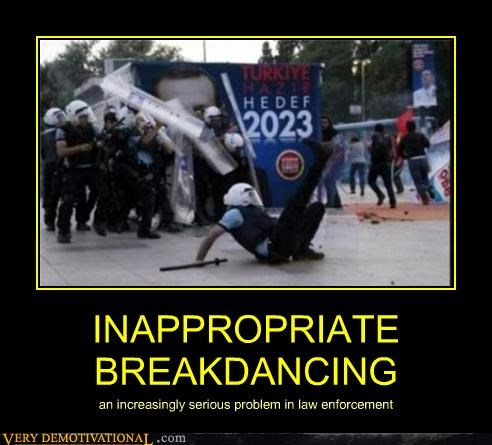 breakdancing hilarious law enforcement police wtf - 4889514496