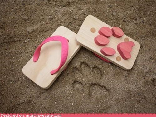 flip flops,paw prints,sandals,wooden