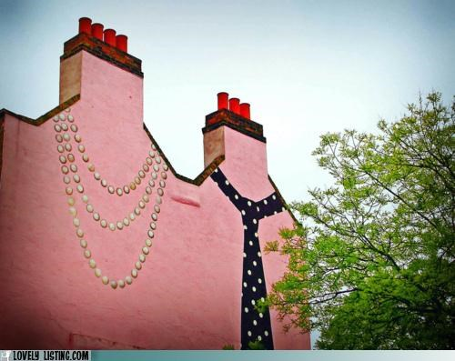 chimneys,mural,necklace,paint,tie