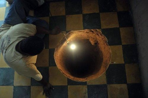 Guatemala City Monster Under The Bed sinkhole - 4998134016