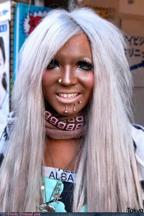 fake tan,Ganguro,piercing,spray tan