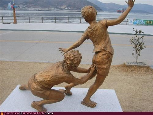 eww kids shocker statue wtf - 5062982912