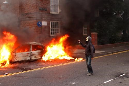 2011 London Riots England Riots Paging Ben Franklin this-wont-end-well UK Riots - 5076065024