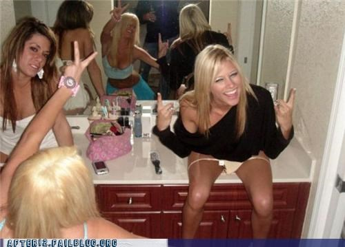bathroom drunk sloppy woo girl woo girls - 5099587072