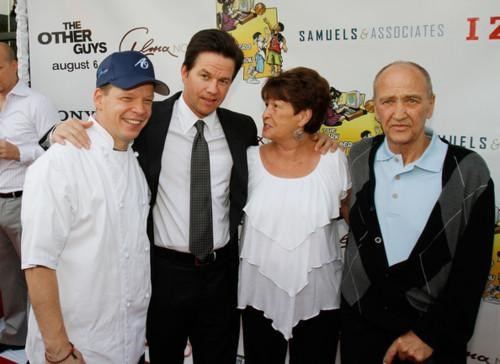 Mark Wahlberg Punny Celebrity Business Wahlburgers - 5130499072