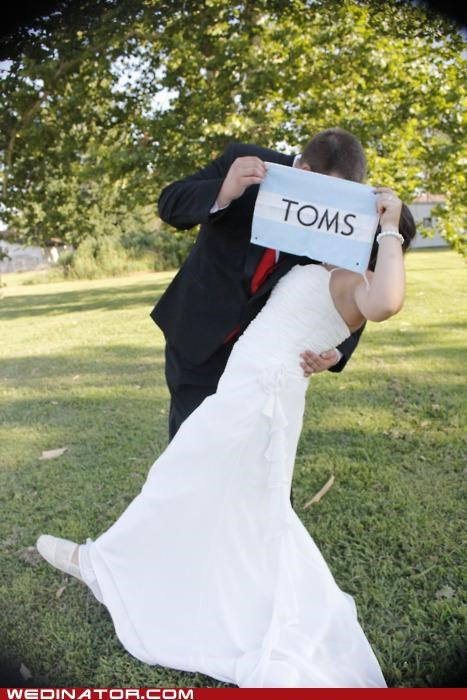 bride,funny wedding photos,groom,toms