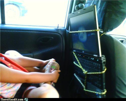 holding it up kids laptop road trip - 5151266816