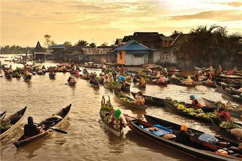boats,Borneo,brunei,floating market,getaways,indonesia,island,malaysia,southeast asia,sunset,water