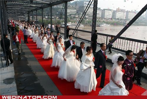 100 couples,China,funny wedding photos,mass wedding