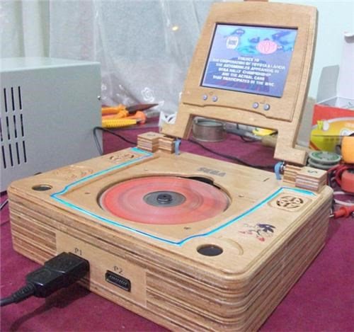 case mods,sega saturn,sega saturn laptop,Tech,Toyz,video games,wooden case,wooden laptop,wooden sega saturn