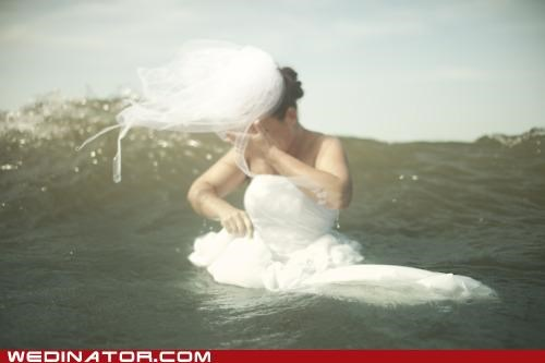 bride,funny wedding photos,ocean