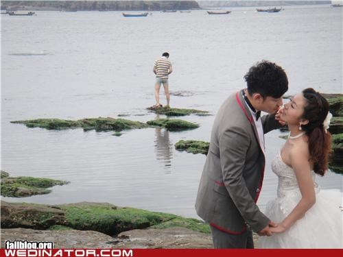 bride funny wedding photos groom photobomb - 5286121216