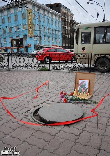 grave manhole memorial raphael sewer TMNT - 5339776000