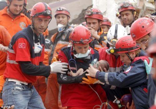 2011 Van Earthquake Azra Karaduman Heartwarming Tearjerker - 5355303168