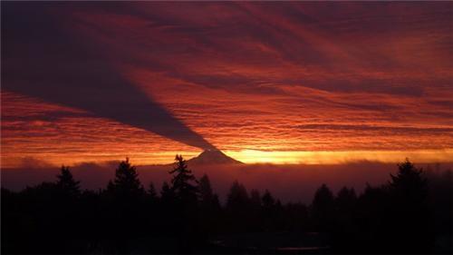 clouds,landscape,mt rainier,photos,science,shadow,sunrise,Washington state