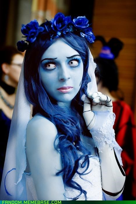 cool cosplay tim burton movie emily the corpse bride blue skin white eyes skeleton hand spooky horror dark blue hair flower crown veil wedding