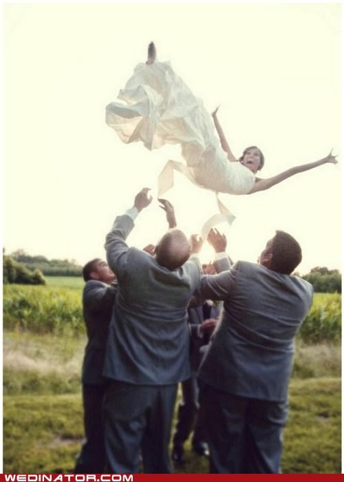 bride funny wedding photos Groomsmen toss