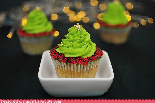 christmas,cupcakes,epicute,frosting,gold,green,sprinkles,star,tree