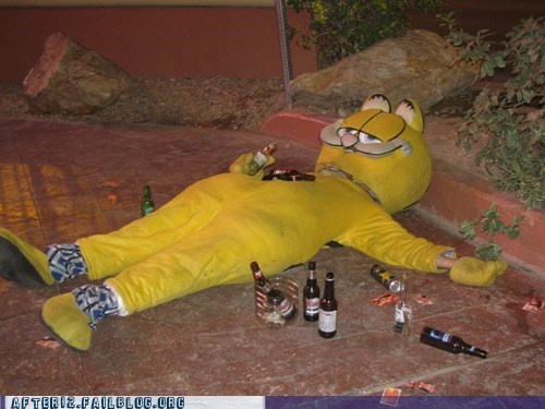 after 12,beer bottle,drinking,drunk,garfield,john arbuckle,Party,passed out,sidewalk