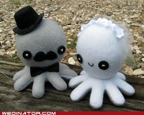 cake topper,funny wedding photos,octopus,wedding cake