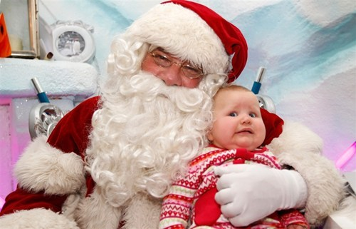 baby,derp,do not want,mall,santa,scared