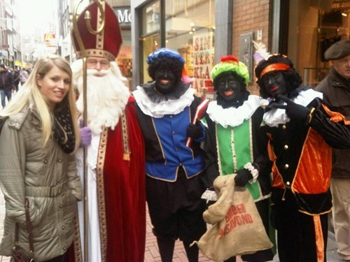 blackface,christmas,europe,holiday,racism,santa,sketchy santas,thats-racist,wait what
