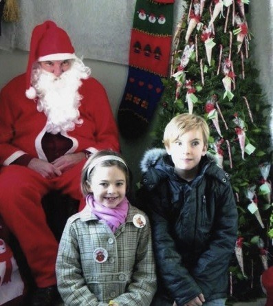 creepy glare santa siblings stare surprised - 5617715968