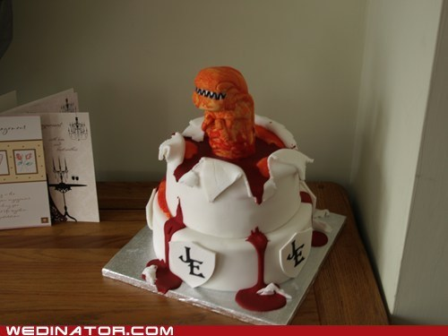 alien,cake,funny wedding photos,geek,wedding cake