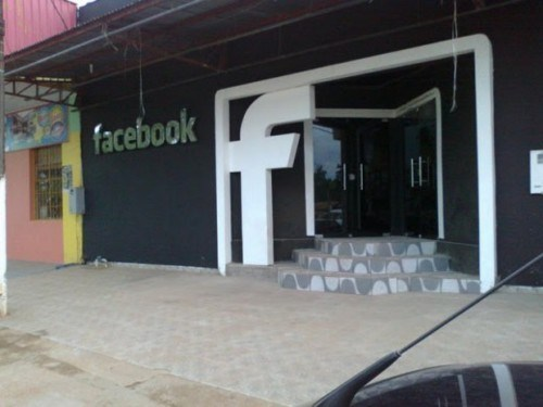 Epitaciolândia,Facebook Nightclub,IRL Social Network,sign of the times