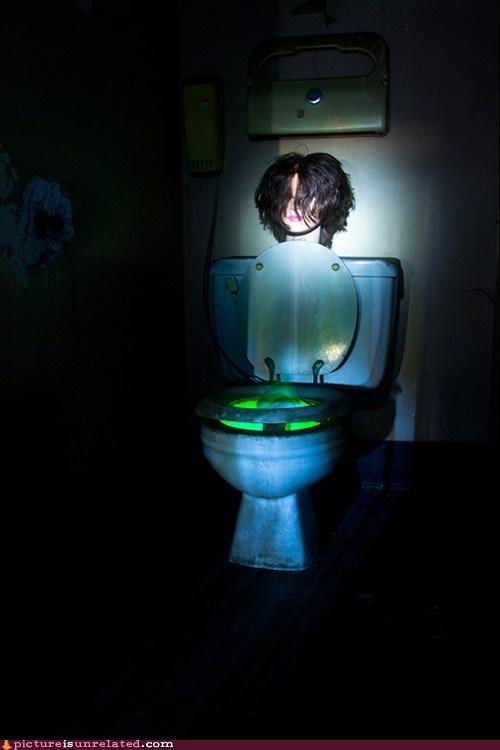 bathroom creepy night wtf - 5752019712