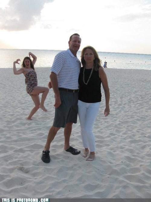 Awkward beach couple do the creep the creep - 5752204288