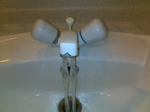 Hall of Fame plumbing sink taps wtf - 5815580928