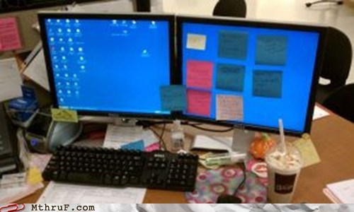 dual monitors,Office,post-it notes