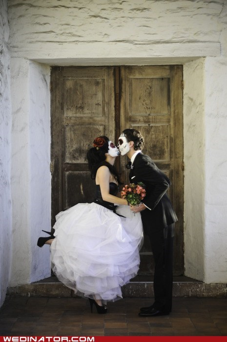 bride,Day Of The Dead,dia de los muertos,funny wedding photos,groom,KISS
